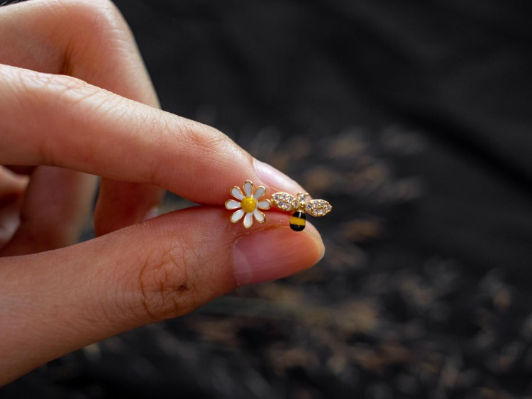 Cute Asymmetrical Bee & Flower Stud / 18k Gold Vermeil Sterling Silver Studs / CZ Honeybee Studs / Dainty Flower Studs / Tiny Stud