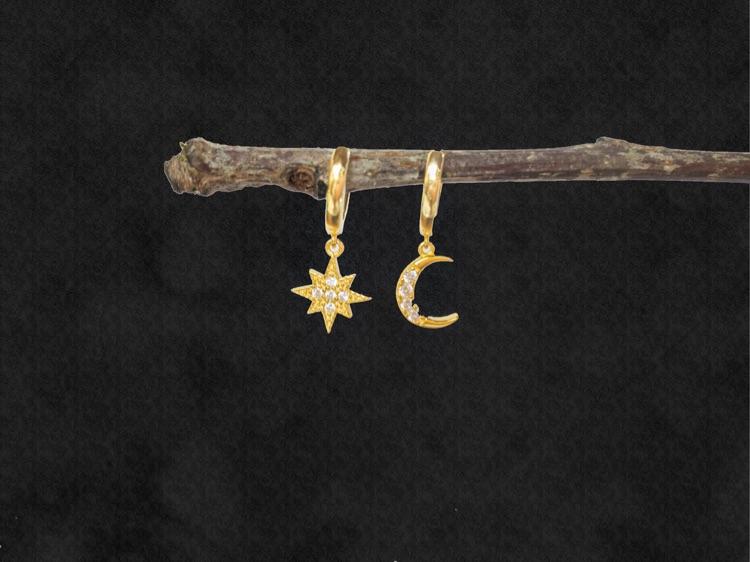 Mini Star Moon Huggie Hoops / Asymmetric Earrings / Celestial Hoops / Cute Mismatch Earrings / Meteorite Earrings / Starburst Huggie Hoop
